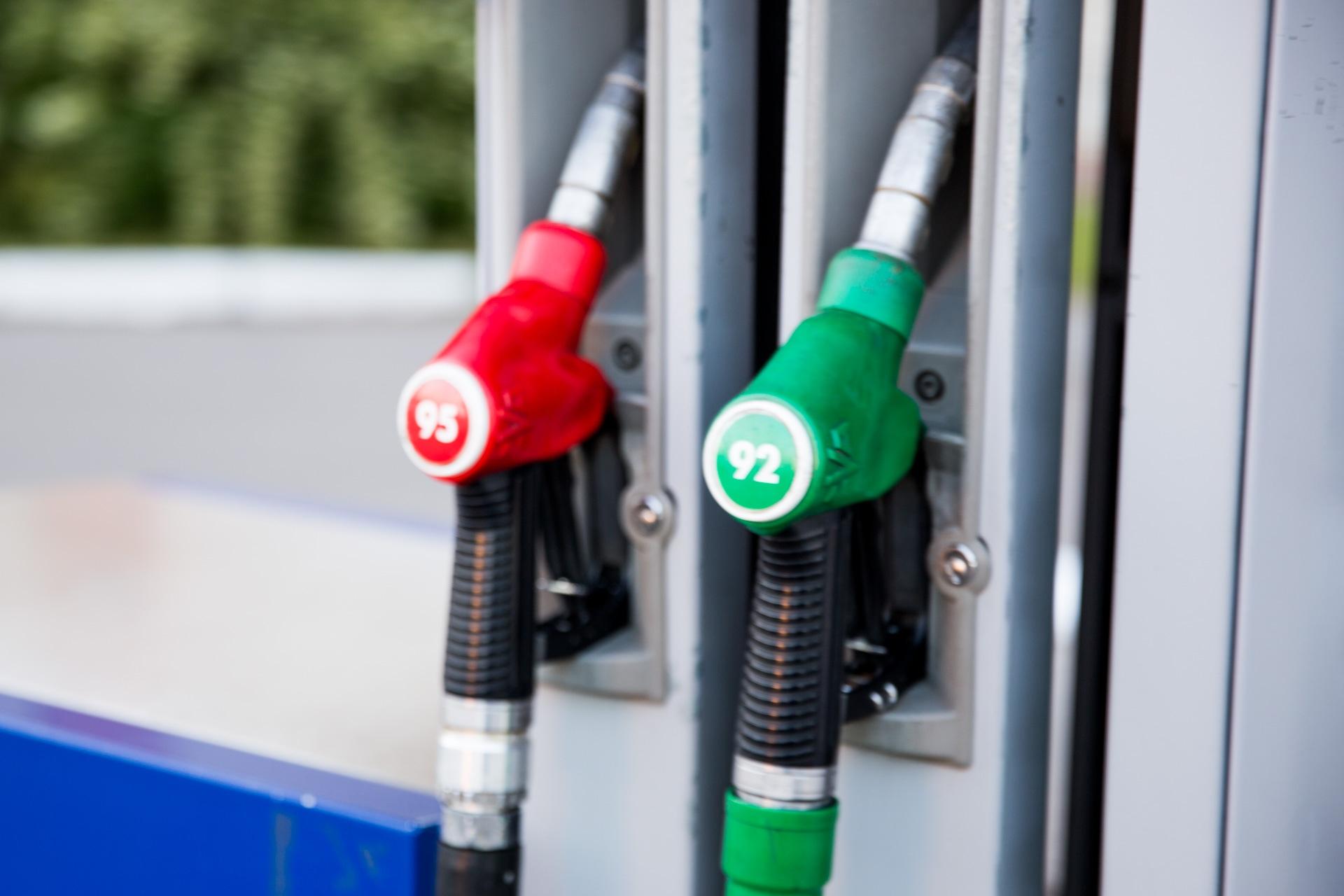 Лучше лить тот бензин, который указан в документах к вашей машине