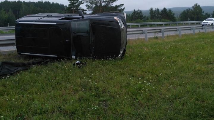 Машина перелетела через ограждение: на подъезде к Екатеринбургу погиб водитель УАЗа