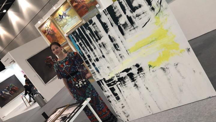 Новосибирская художница продала в Дубае огромную картину за 670 тысяч