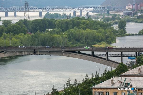 Мужчину обнаружили в районе Коммунального моста