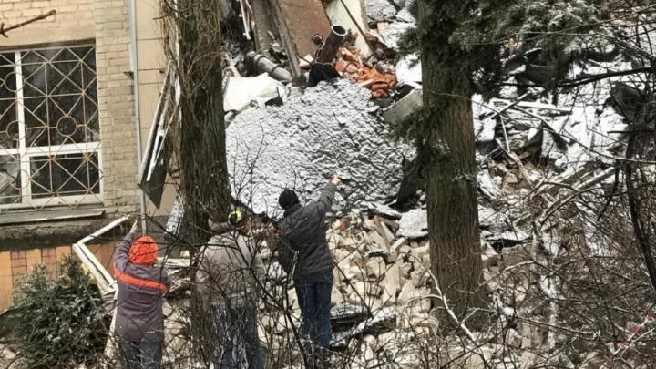 В Новочеркасске начали обследование обрушившегося накануне здания