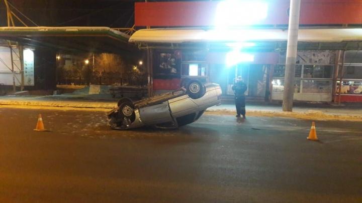 Две девушки перевернулись в автомобиле у «Городка Водников»