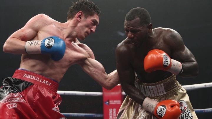 Боксёр из Екатеринбурга победил в поединке с американцем и сохранил серебряный пояс WBC
