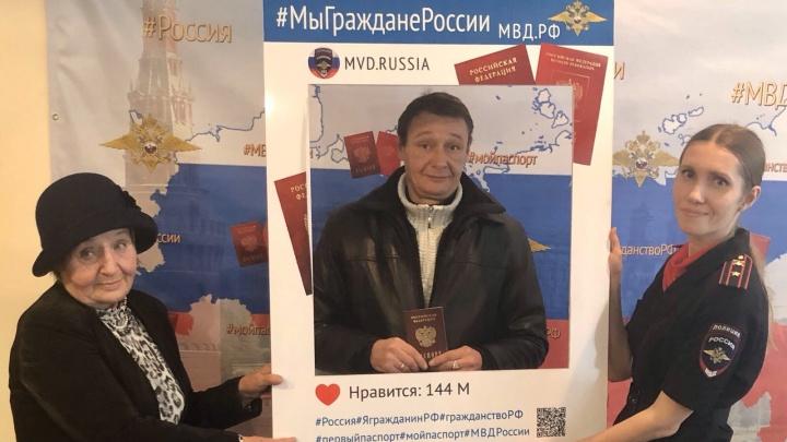 «Это же событие!»: челябинец, годами живший в Бельгии без документов, получил российский паспорт