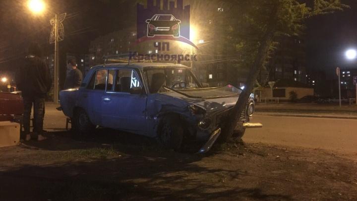 Пьяный лишенец на ВАЗе устроил массовую аварию на Щорса и остался допивать в ожидании полиции