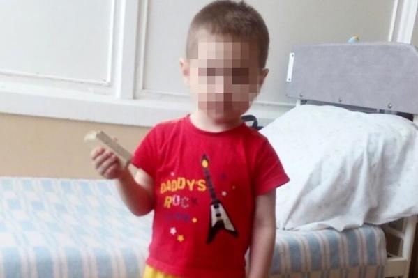 Сразу родителей мальчика найти не удалось, и его передали медикам. Он до сих пор находится в больнице