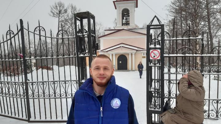 «Печенюшку да чаю стакан»: видео о стороже Романе, который кормит нуждающихся на улицах Архангельска