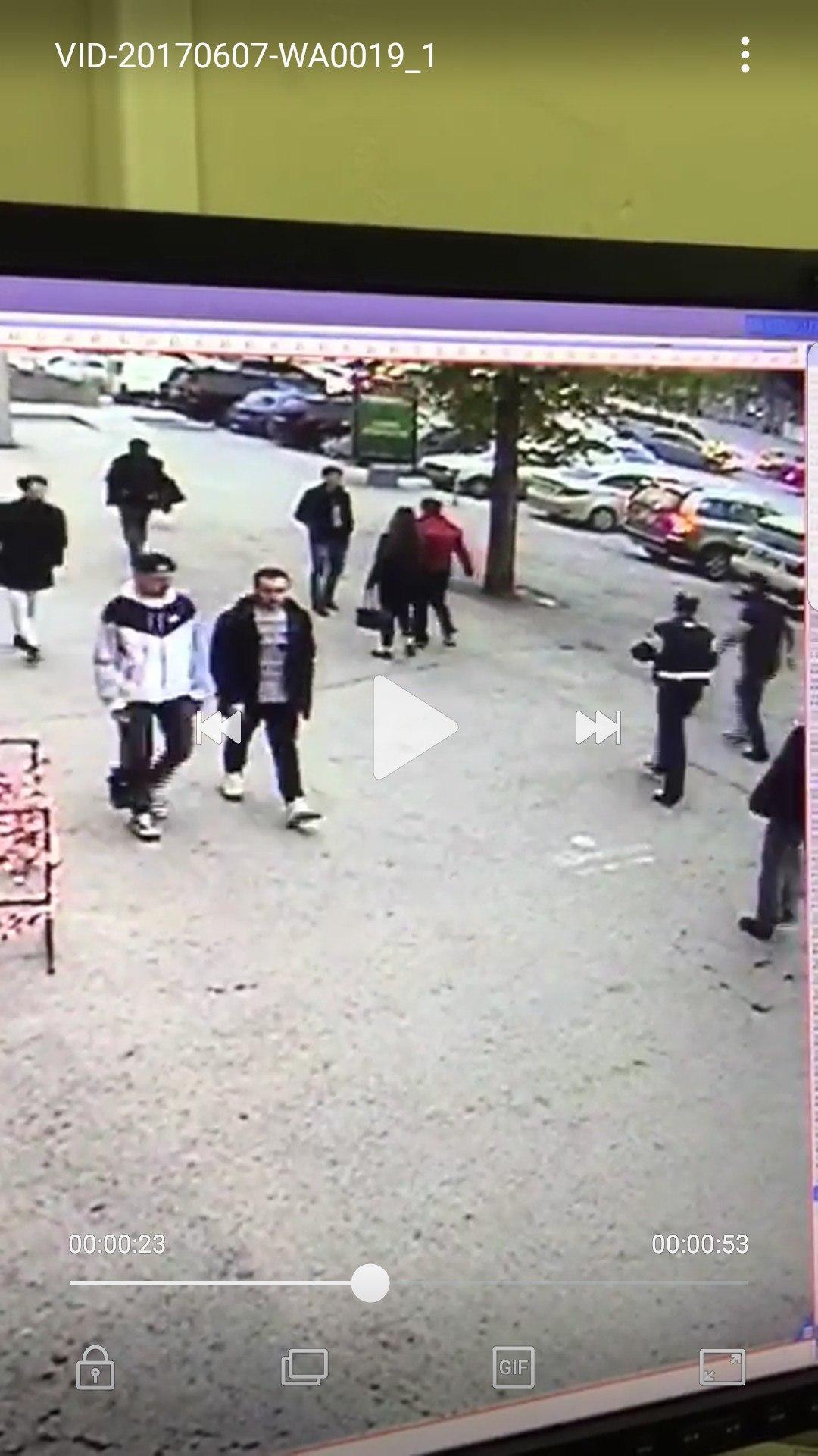 На видеозаписи видно, как Алин бежит за Морковиным