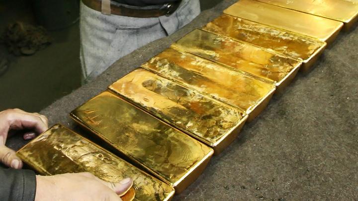 Покупка 11 золотых слитков обернулась для бизнесмена условным сроком