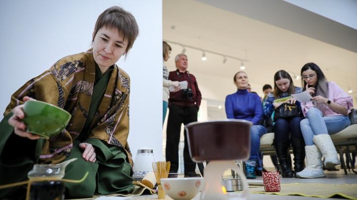 «И не важно, кто ты — самурай или начальник»: волгоградцам показали, как правильно пить чай по-японски