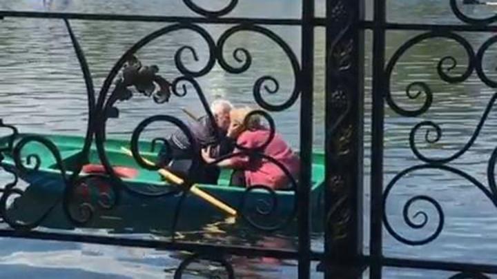 Любви все возрасты покорны: самых романтичных бабушку и дедушку сняли на видео в Уфе