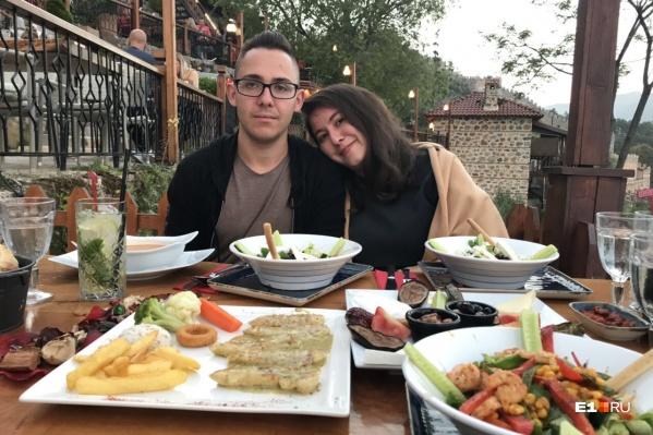 Эмилия и Александр познакомились в Аланье полгода назад