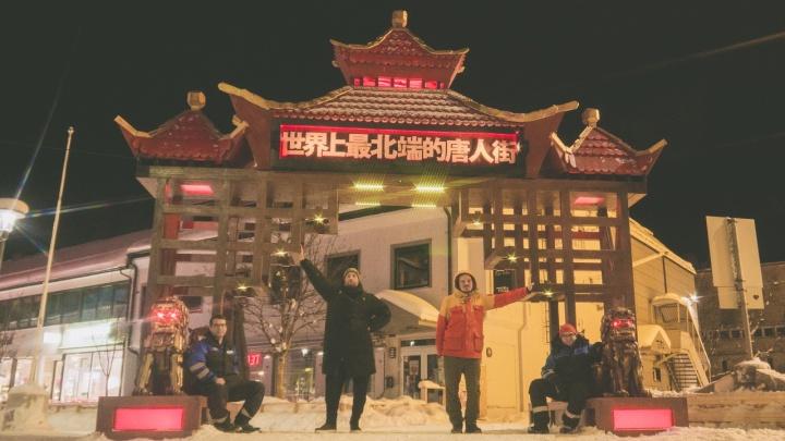 «Мы построили портал»: северодвинцы возвели в Норвегии китайские врата