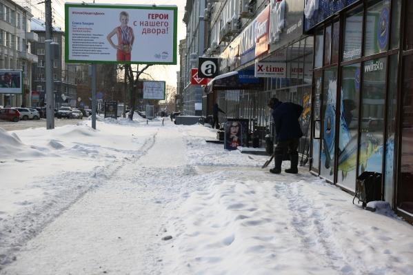 "Снег <a href=""https://news.ngs.ru/more/65660281/"" target=""_blank"" class=""_"">пошёл днём 24 ноября</a>. К вечеру в городе собрались пробки"