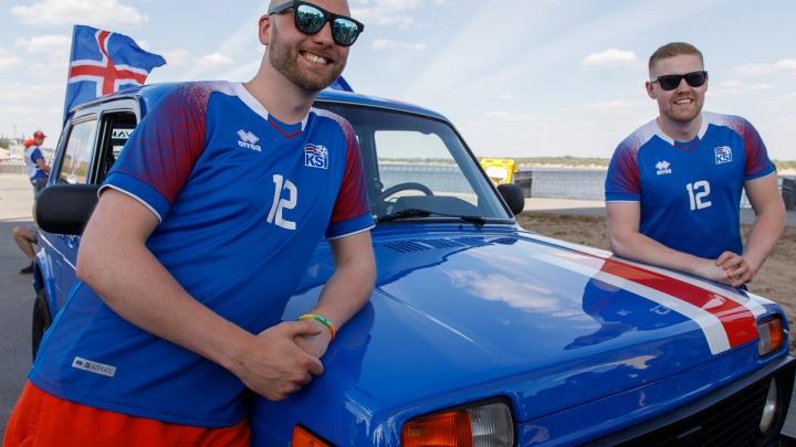 Очень дорогое жилье и доступный бензин: фанаты из Исландии приехали в Волгоград на русской «Ниве»