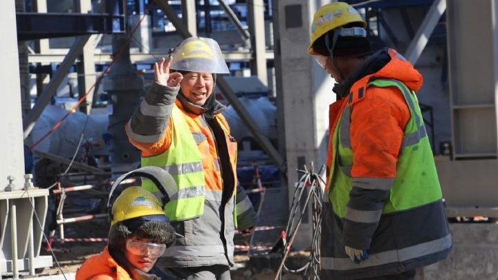 В городок в посёлке Омский начали заселяться рабочие из Китая