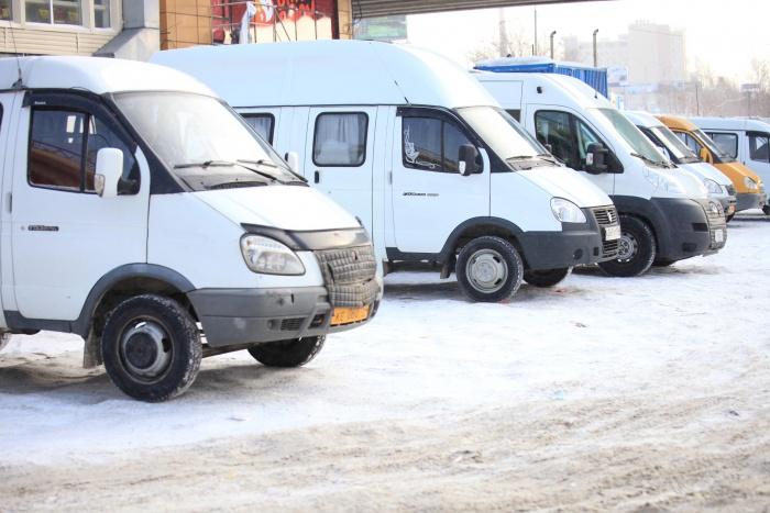 Маршрутки № 43 ездят от конечной остановки на улице Демакова до ОРМЗ в микрорайоне ОбьГЭС