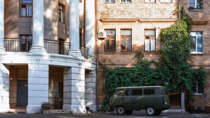 Фотограф показала романтику не испорченных благоустройством сталинских дворов Волгограда