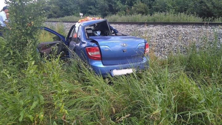 «Водитель умер на месте»: в Самарской области «Гранта» столкнулась с тепловозом