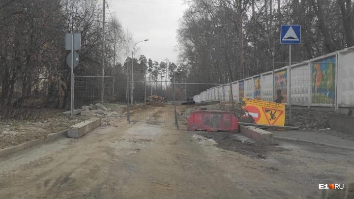 В Екатеринбурге отложили открытие дороги, из-за перекрытия которой Уктус стоял в пробках