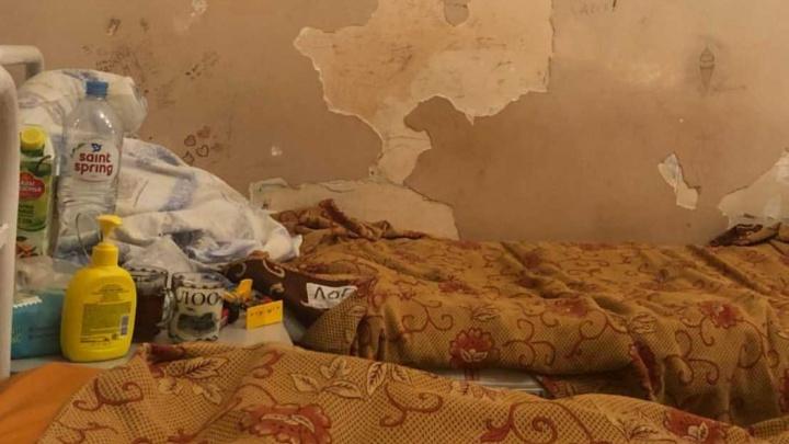 «Это бомжатник!»: родители показали жуткие фото детской больницы