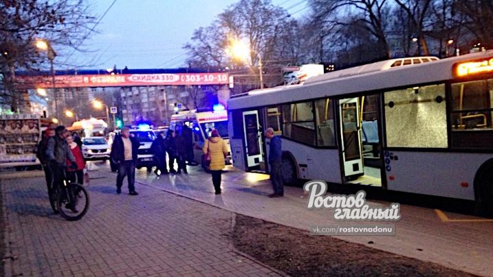 Прерванный маршрут: в Ростове пассажир разбил в автобусе стекло