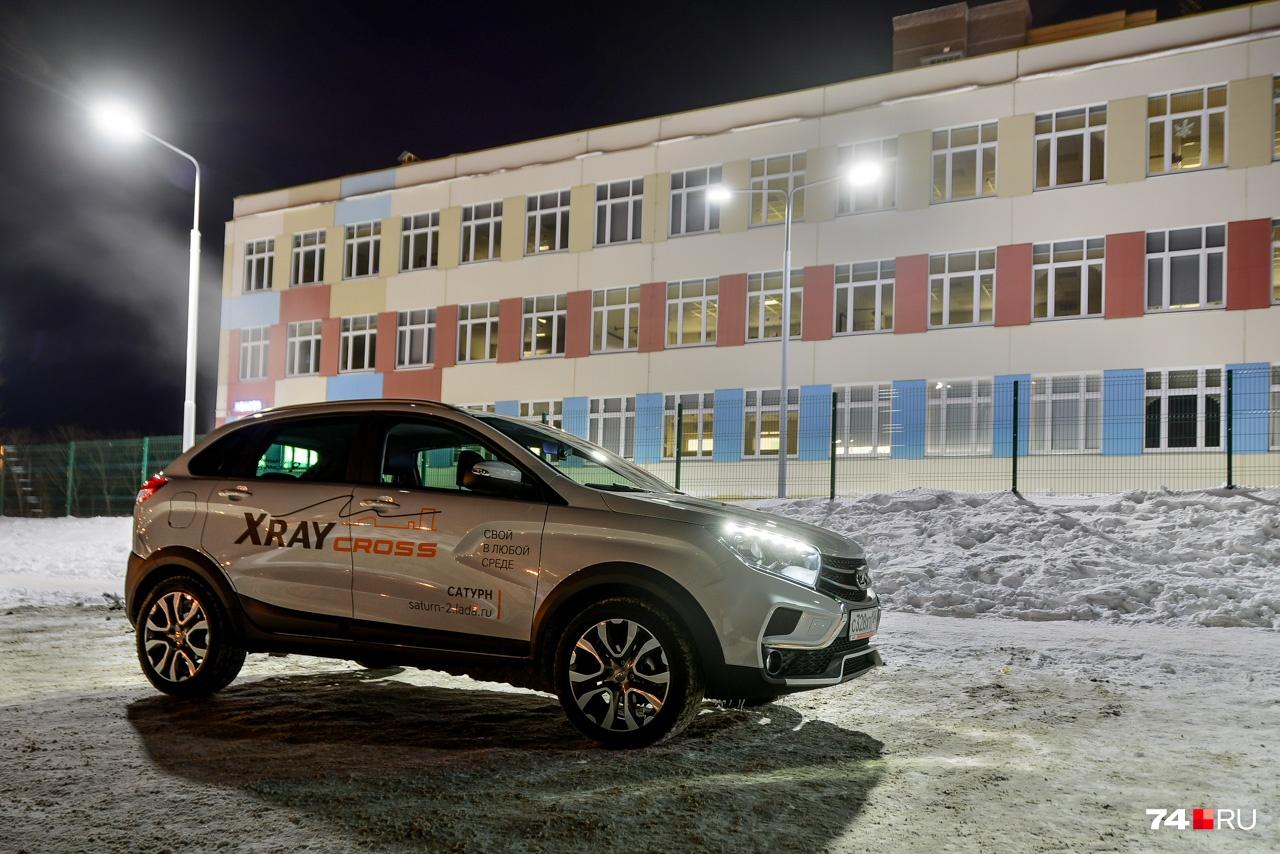 Оснастить XRAY Cross полным приводом — слишком масштабная инженерная задача. Renault Duster — хоть и соплатформенная модель, но всё же другая, например, версия 4WD имеет независимую заднюю подвеску