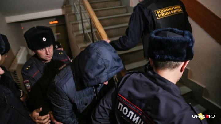 Медицинскую справку экс-полицейского, замешанного в секс-скандале в Уфе, посчитали недействительной