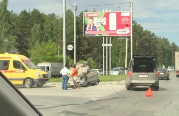 ДТП затруднило движение на перекрёстке Бердского шоссе и Университетского проезда
