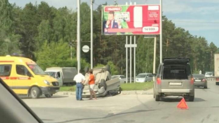 На Бердском шоссе у Академгородка перевернулась «Тойота»