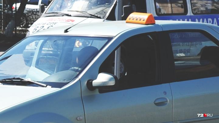 Телефонный мошенник из Новосибирска вызывал доверчивым тюменцам такси до ближайшего банкомата