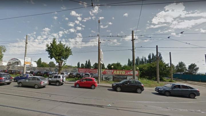 На Тухачевского снесут две круглосуточные автостоянки