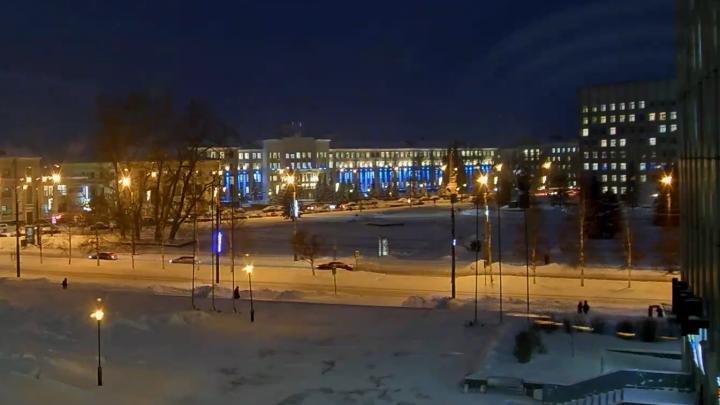 Подглядываем за площадью Ленина: на здании горадмина появилась новая видеокамера
