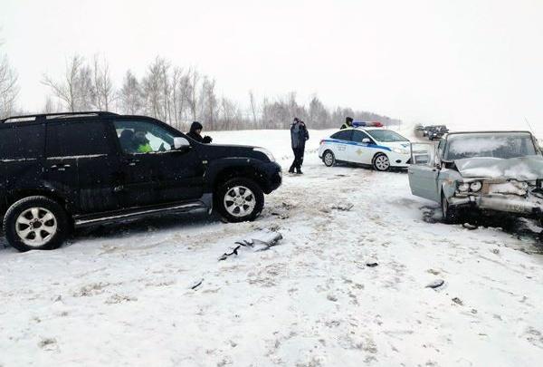 Москвичка на Land Cruiser Prado и челябинец на Chevrolet Niva попали в ДТП в Башкирии