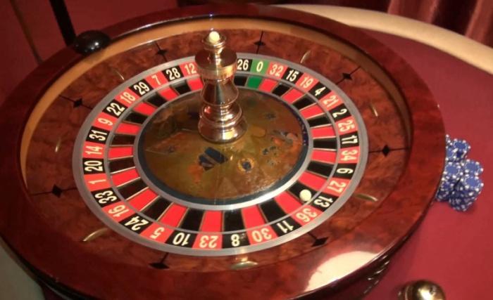 Стол для игры в покер, изъятый в казино