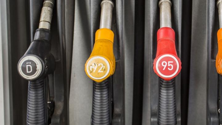 Далеко не уедешь: аналитики подсчитали, сколько литров дизельного топлива можно купить на среднюю зарплату