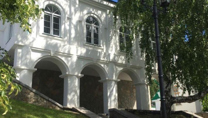 В частном особняке на Плотинке открылась галерея, которая будет продвигать молодых художников