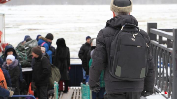 Из-за непогоды полностью прекращено движение буксиров в порту Архангельска