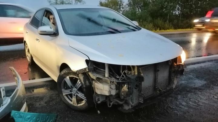 «Чуть в кювет не улетели»: на трассе Архангельск — Северодвинск столкнулись две иномарки