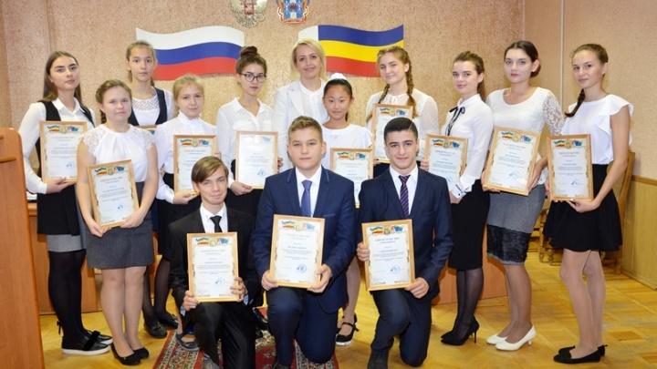 14 школьников получат именные стипендии главы администрации Аксайского района