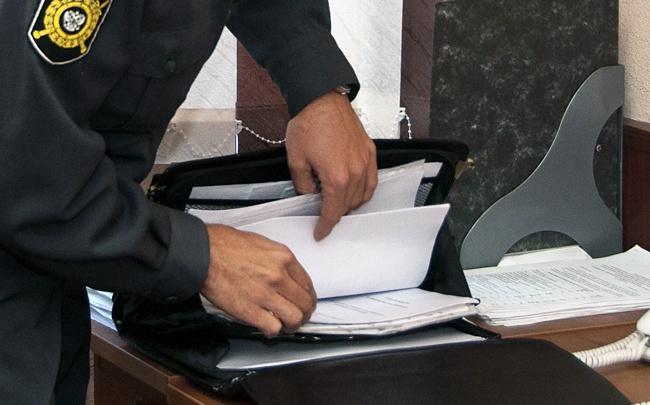 Из омской полиции уволили следователя после того, как он получил взятку от адвоката Pussy Riot