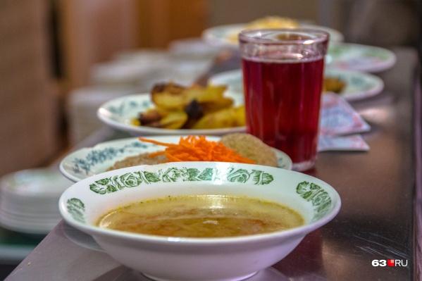 Организацией горячего питания в школе №81 занималось муниципальное предприятие