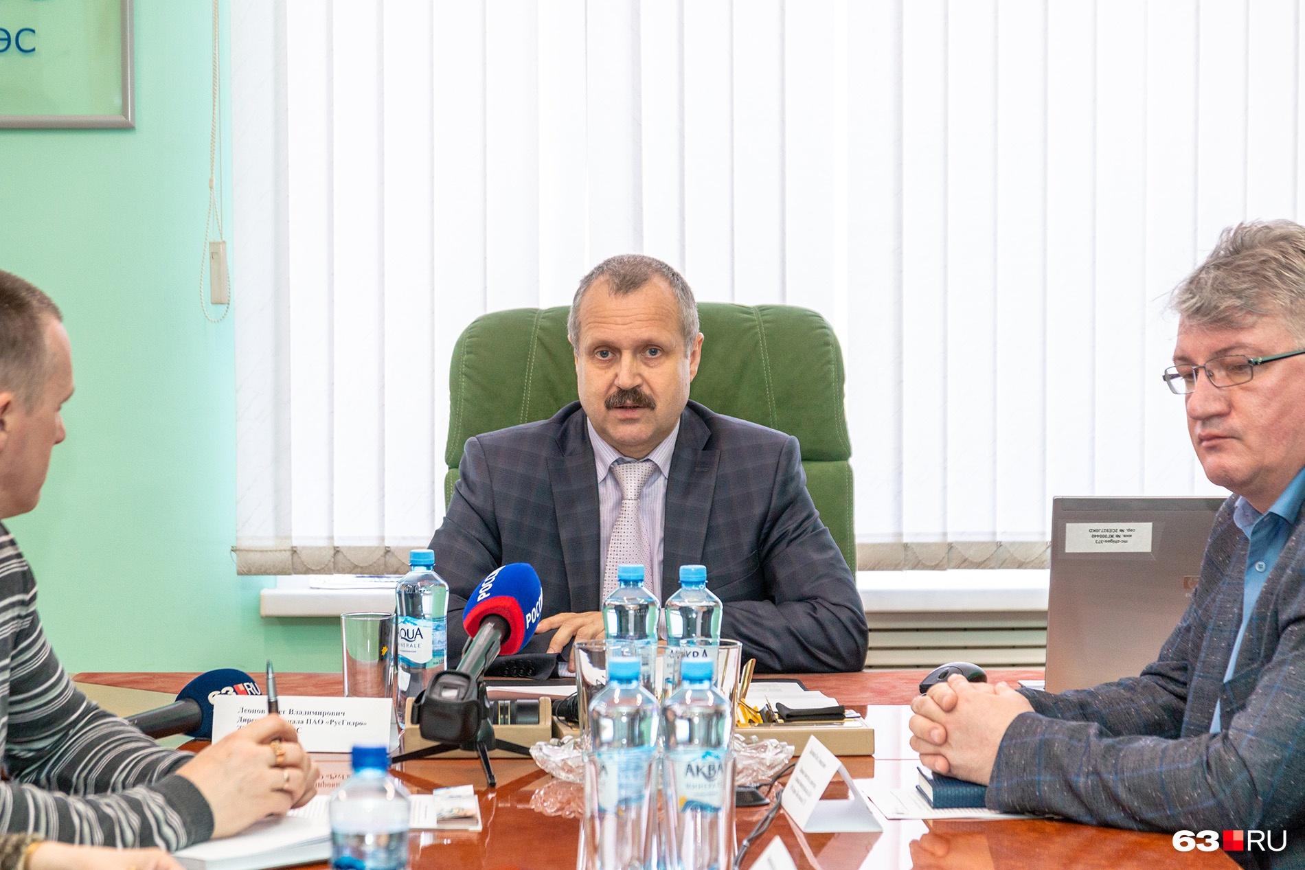 Олег Леонов уже несколько лет руководит Жигулевской ГЭС