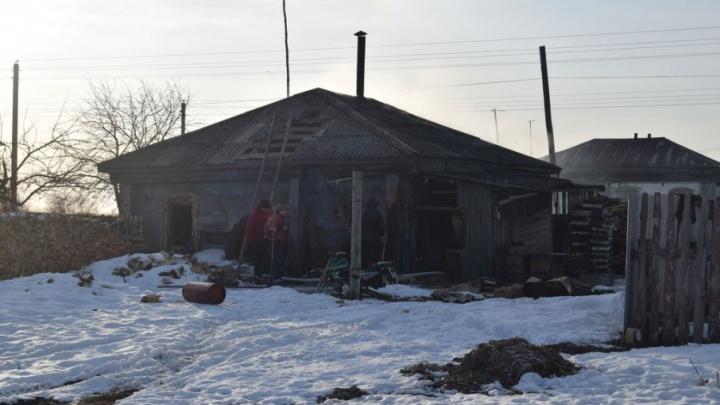 Семья лишилась дома в Варгашинском районе из-за пожара