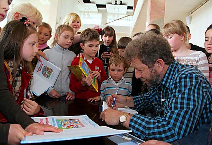 Андрей Усачев даст автографы и сфотографируется с ребятами