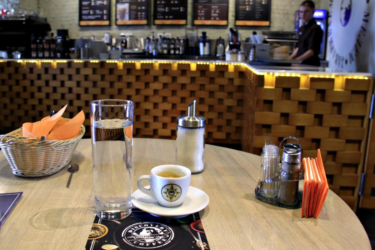 Новый логотип в заведенияхDiscovery Coffee пока соседствует со старым