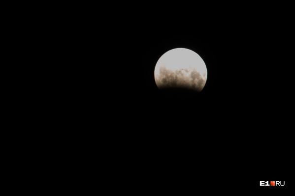 В этом месяце тень от Земли почти полностью закроет Луну