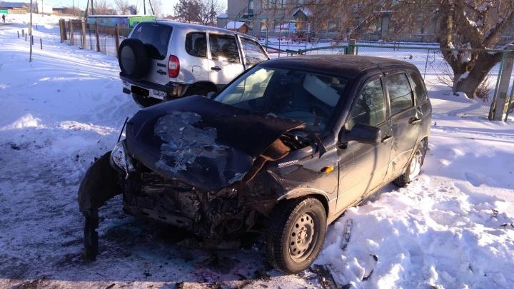 «Нива» и «Лада» нашли друг друга в Куртамыше: в ДТП пострадал один из водителей