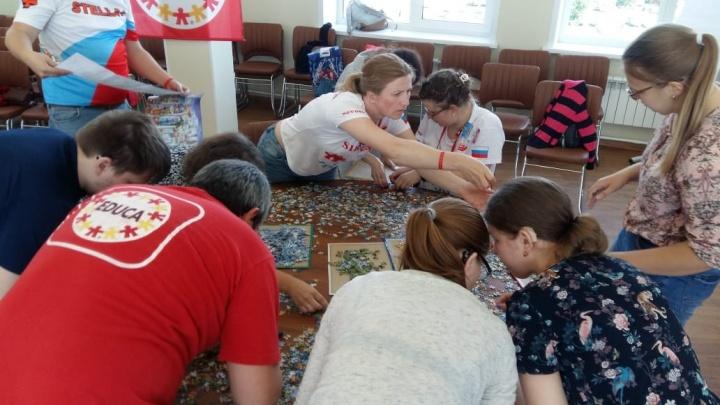 В Новосибирск приехали 80 мастеров по скоростной сборке пазлов