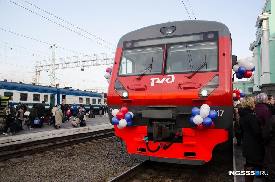 Под Омском парень сорвался сидущего поезда, пытаясь сбежать кбабушке